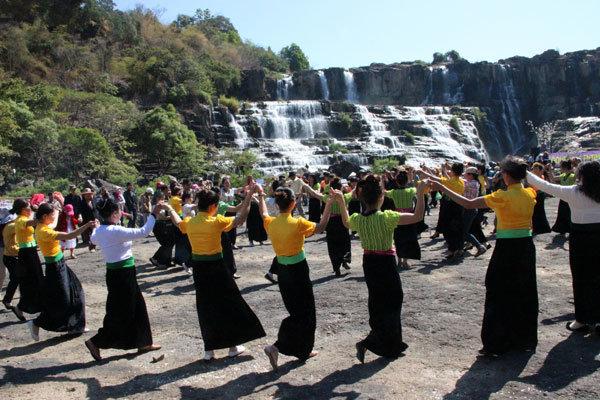 Lễ hội thác Pongour - Loca