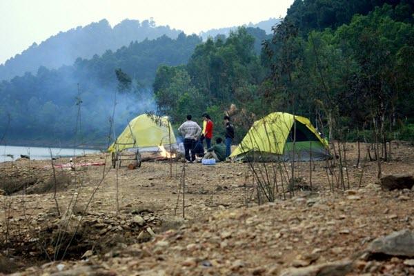 Cắm trại tại chân núi Hàm Lợn - Du lịch quanh Hà Nội